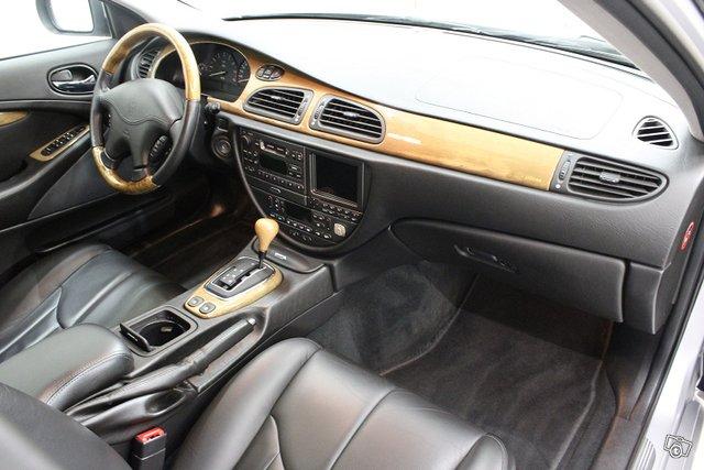 Jaguar S-Type 12