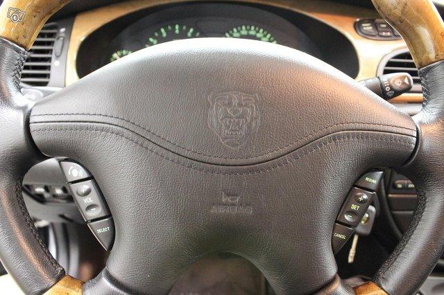 Jaguar S-Type 21