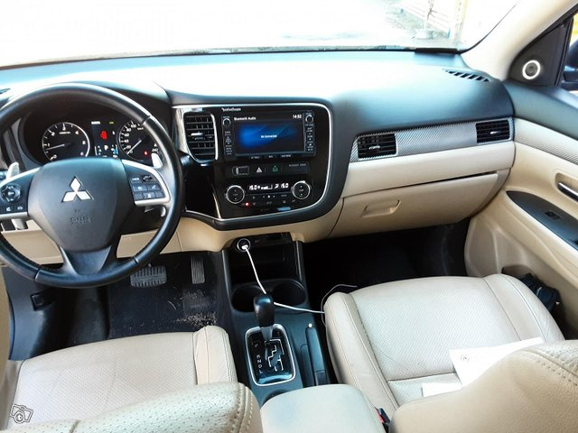 Mitsubishi Outlander 11
