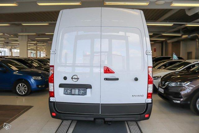 Nissan NV400 5