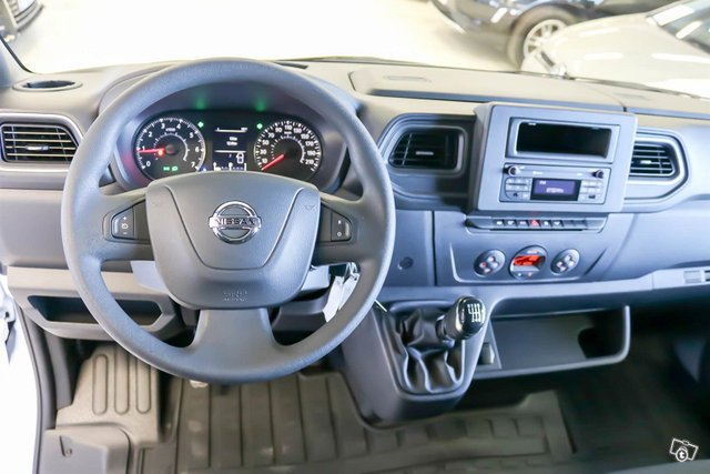 Nissan NV400 7