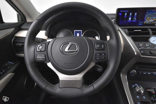 Lexus NX 17