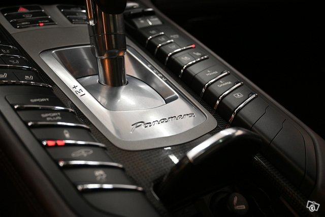 Porsche Panamera 22