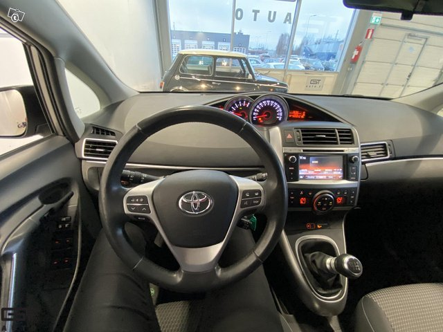 Toyota Verso 11