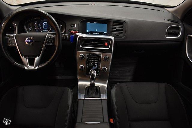 Volvo V60 Cross Country 11