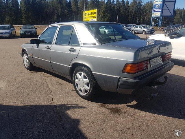 Mercedes-Benz 190 11