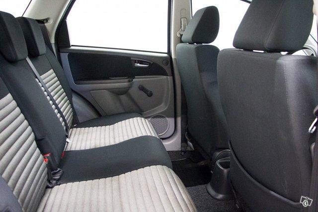 Suzuki SX4 8