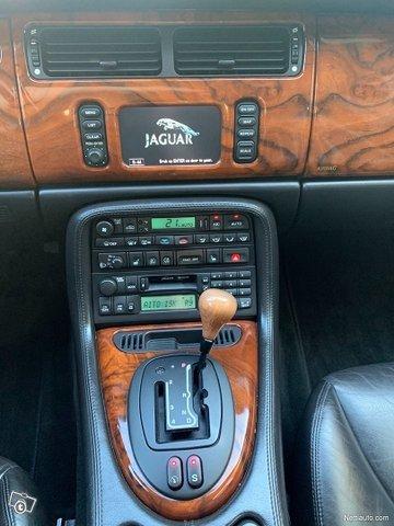 Jaguar XKR 12