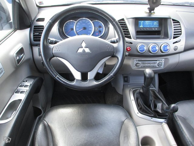 Mitsubishi L200 10