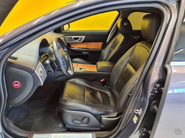 Jaguar XF 8
