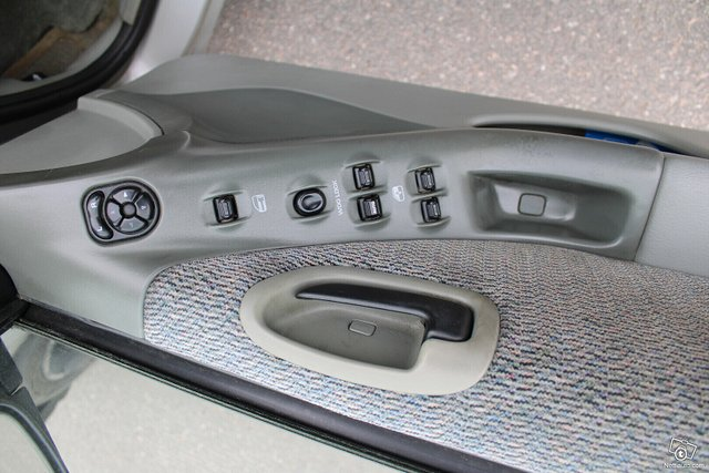 Chrysler Stratus 10