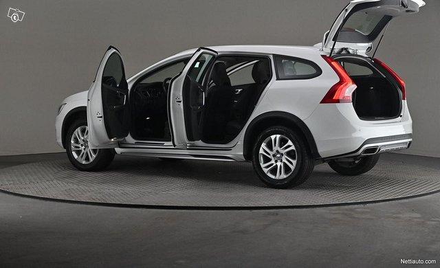 Volvo V60 Cross Country 7