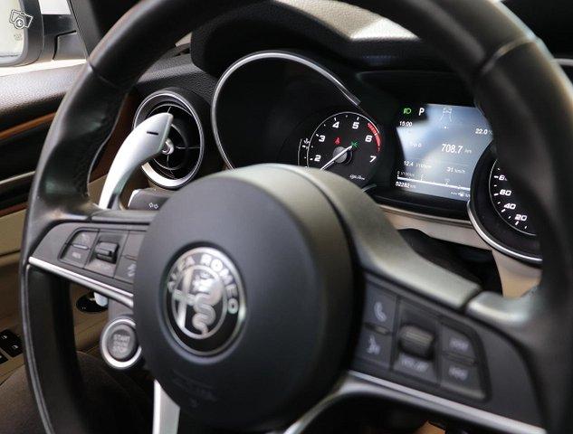 Alfa Romeo Stelvio 12