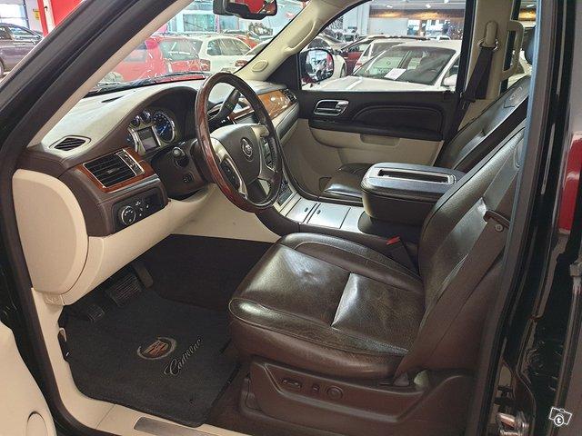 Cadillac Escalade 6