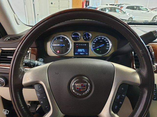 Cadillac Escalade 16