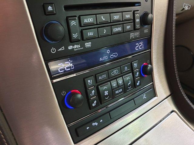 Cadillac Escalade 17