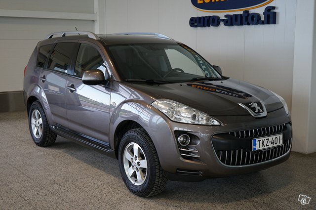Peugeot 4007 10