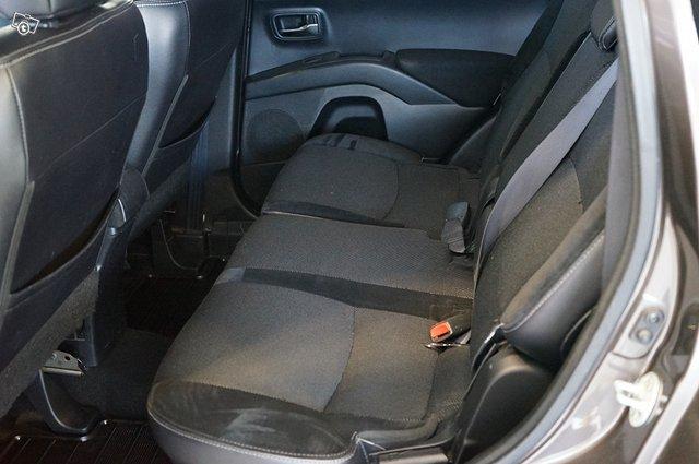 Peugeot 4007 17