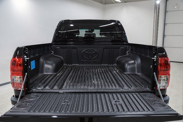 Truckmasters Hilux 18