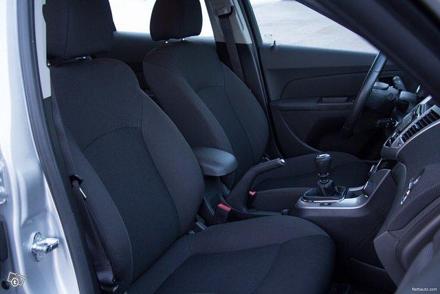 Chevrolet Cruze 12