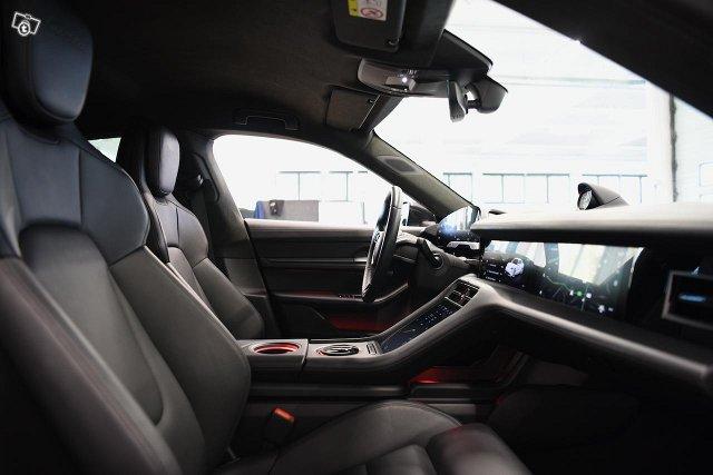 Porsche Taycan 11