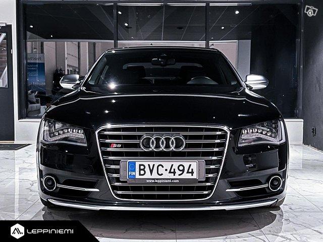 Audi S8 2