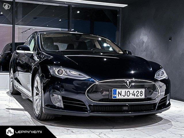 Tesla Model S 3