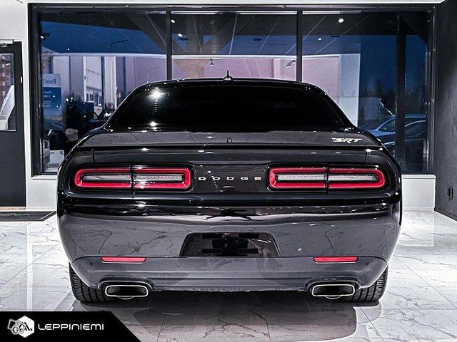 Dodge Challenger 11