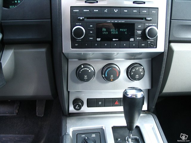 Dodge Nitro 13