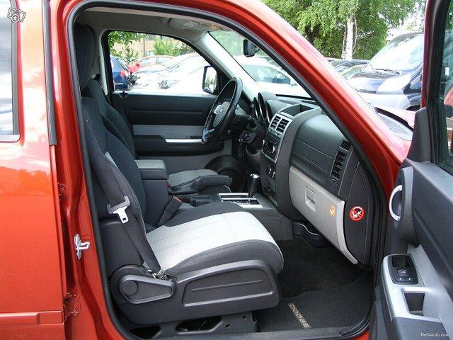 Dodge Nitro 17