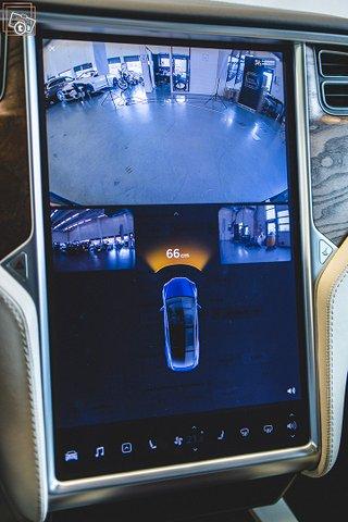 Tesla Model X 18