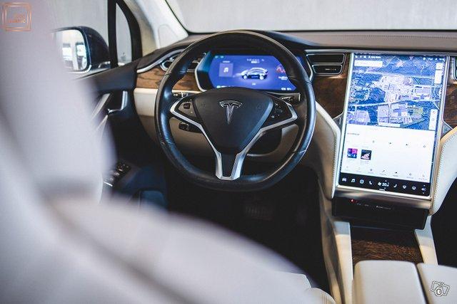 Tesla Model X 24