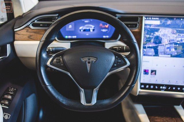 Tesla Model X 25