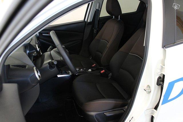 Mazda Mazda2 17