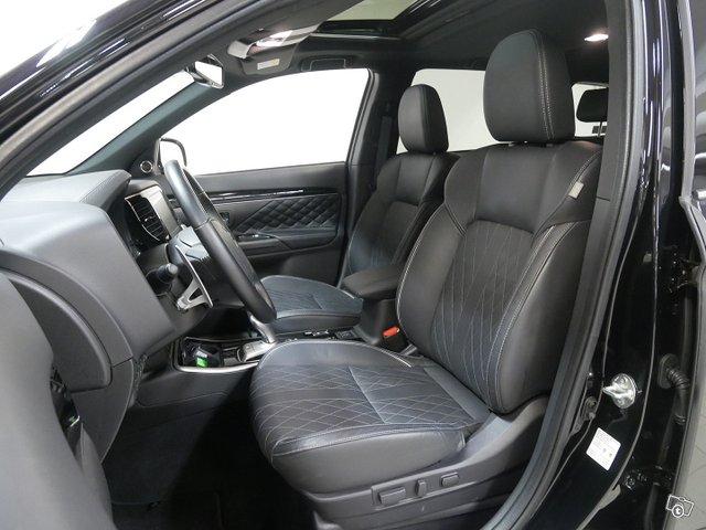 Mitsubishi Outlander PHEV 23