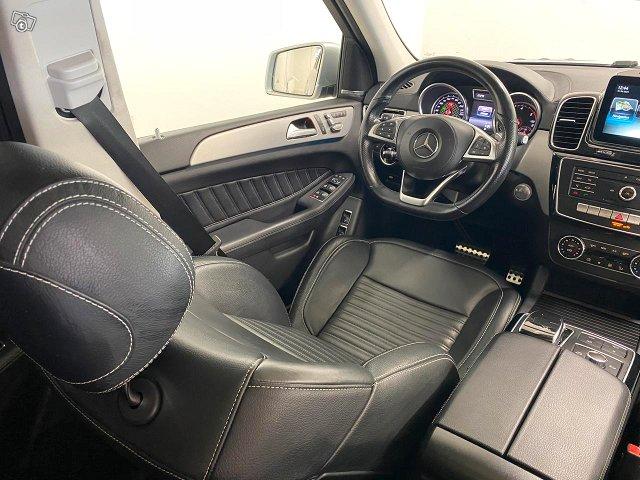 Mercedes-Benz GLS 10