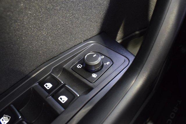 Volkswagen T-Roc 19