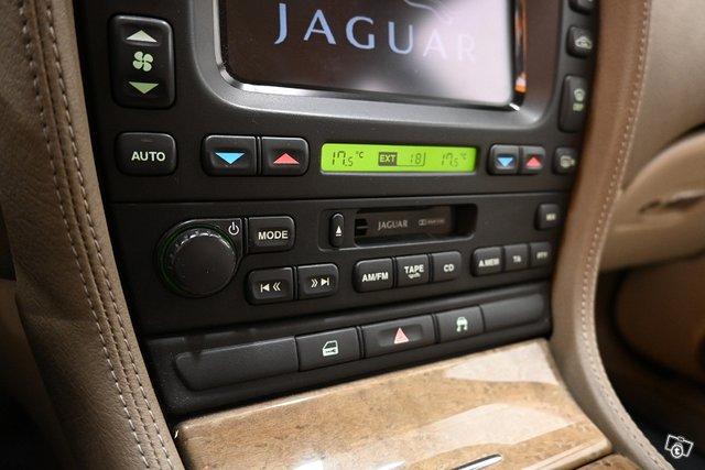 Jaguar S-Type 17