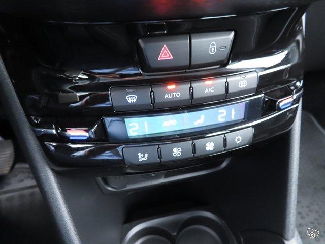 Peugeot 208 21