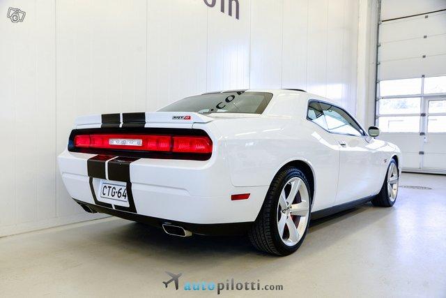 Dodge Challenger 6