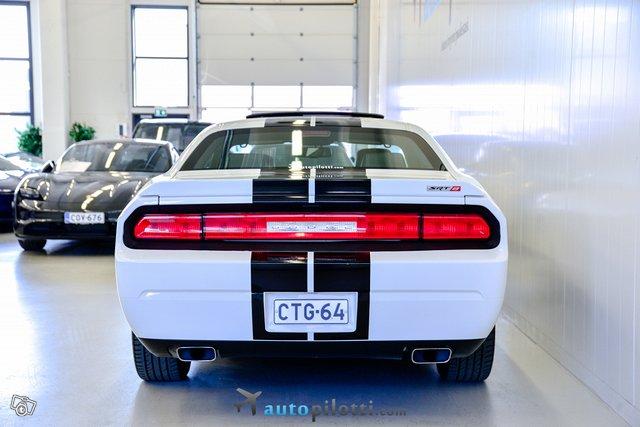 Dodge Challenger 9