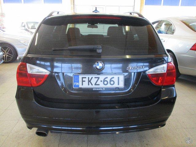 BMW 320i 6