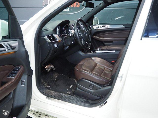 Mercedes-Benz ML 350 Bluetec 4MATIC 7