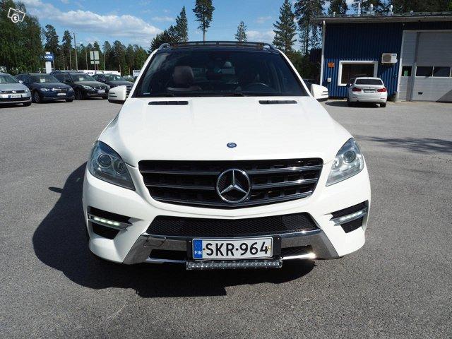 Mercedes-Benz ML 350 Bluetec 4MATIC 12