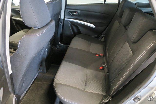 Suzuki SX4 S-Cross 6