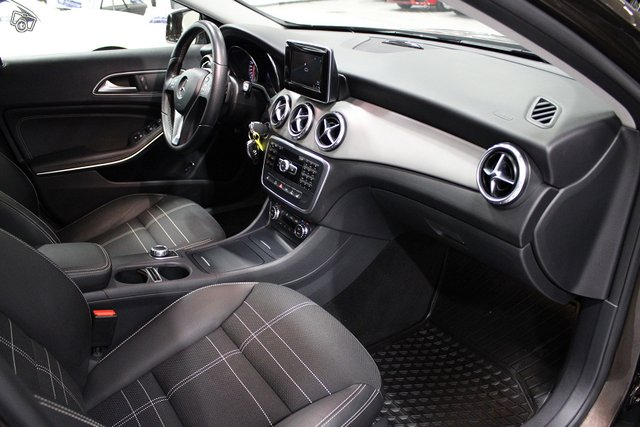 Mercedes-Benz GLA 18