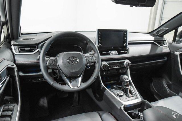 Toyota RAV4 Plug-in 10