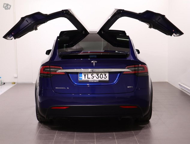 Tesla Model X 19