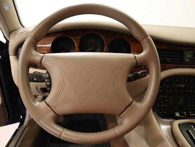 Jaguar XJ8 9