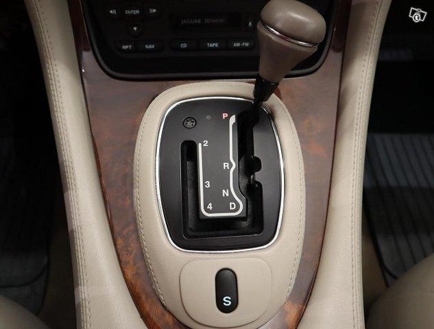 Jaguar XJ8 12